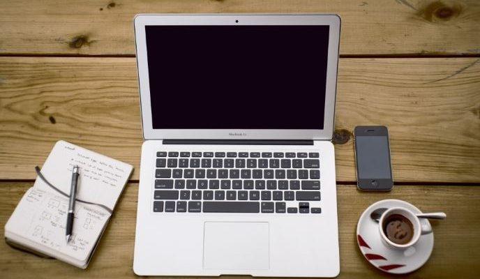ka-atskleidzia-darbo-stalas