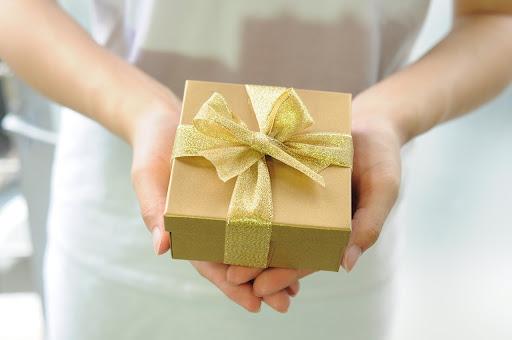 Kokia dovana tinkama moteriai?